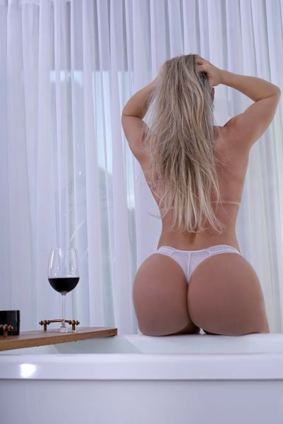 Hi gentleman! I'm a sexy Brazilian fitness model who looking for fun! I'm in Panamá for a first and short time! I'm your dream girl! My green eyes will drive you crazy! Come say hi!